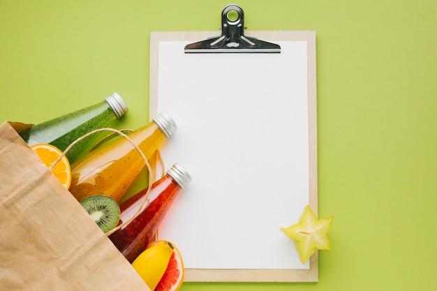 Topview frutas e sucos com copyspace clipboard