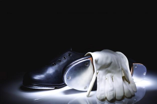 Toque em sapatos e luvas