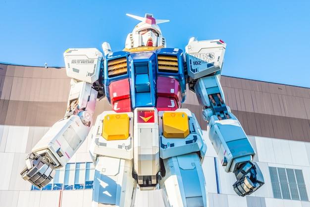 Tóquio, japão - novembro 27,2015: gundam estátua modelo performanc