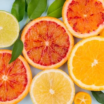 Toranja deliciosa close-up e fatias de laranja