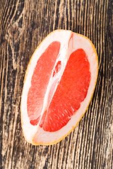 Toranja suculenta com fruta madura