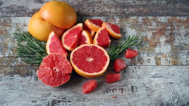 Toranjas frescas e suculentas. polpa de toranja. conceito de vitamina c.