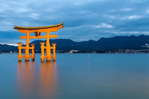 Torii flutuante miyajima hiroshima