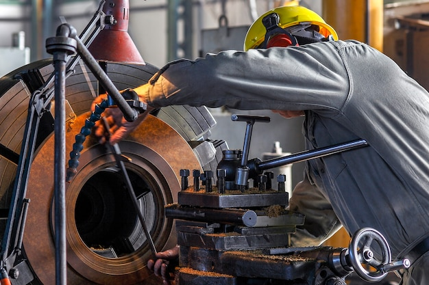 Torno mecânico metalúrgico