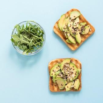 Torrada de abacate no café da manhã