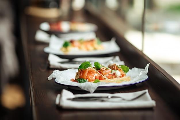 Torrada deliciosa saudável com salmão