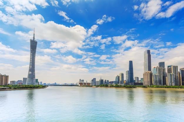 Torre corações urbanos horizontais por do sol