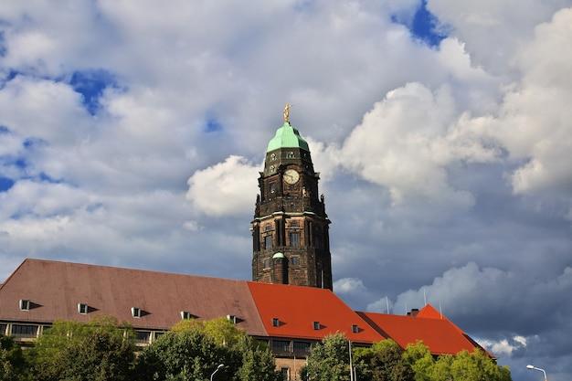 Torre da câmara municipal, rathausturm em dresden, saxônia alemanha