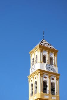 Torre da igreja da encarnação (iglesia de nuestra) em marbella