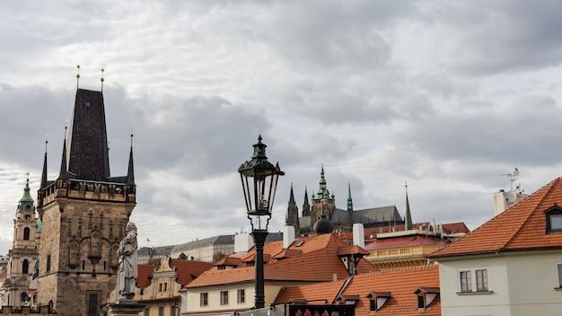 Torre da ponte mala strana em praga, república tcheca