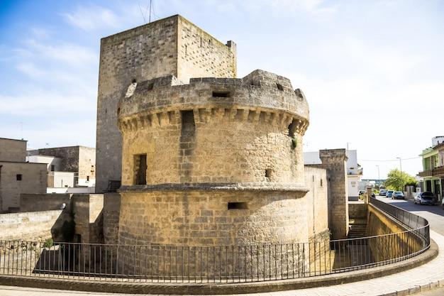 Torre de avetrana faz parte do castelo medieval, localizado no centro histórico