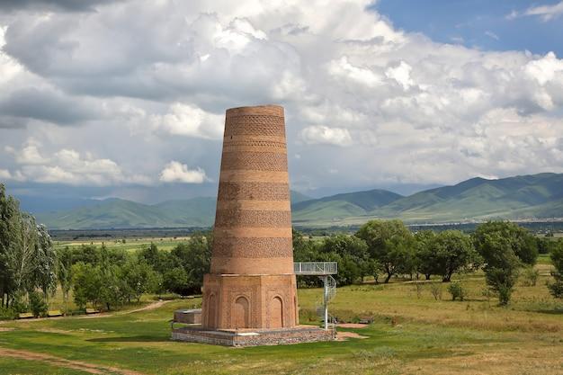 Torre de burana é uma atração turística histórica no quirguistão