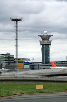 Torre de controle no aeroporto internacional
