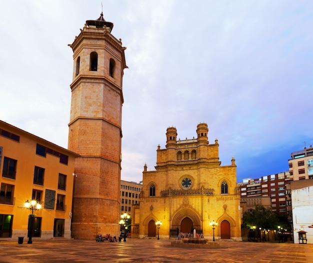 Torre de fadri e catedral gótica. castellon de la plana