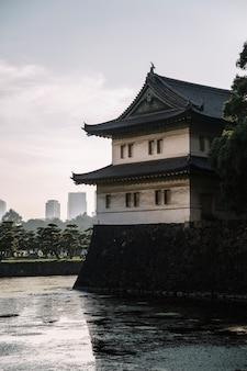 Torre de guarda no palácio imperial de tóquio em tóquio