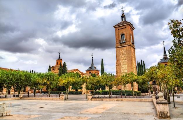 Torre de santa maria em alcalá de henares, perto de madri, espanha