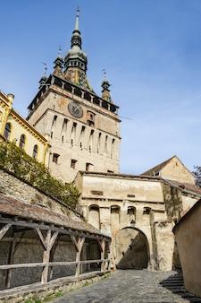 Torre de vigia na cidade de sighisoara, roménia