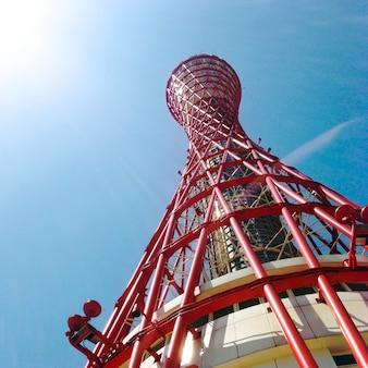 Torre do porto de kobe vermelho