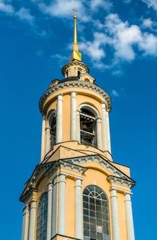 Torre do sino do mosteiro rizopolozhensky em suzdal, o anel de ouro da rússia