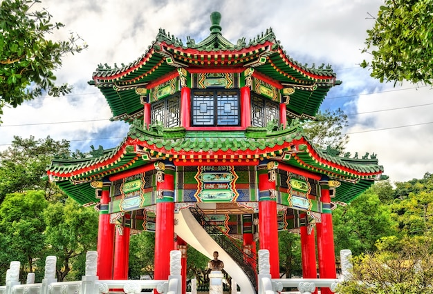 Torre do tambor no santuário nacional dos mártires revolucionários em taipei, capital de taiwan