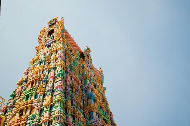 Torre do templo de um templo hindu em tamil nadu