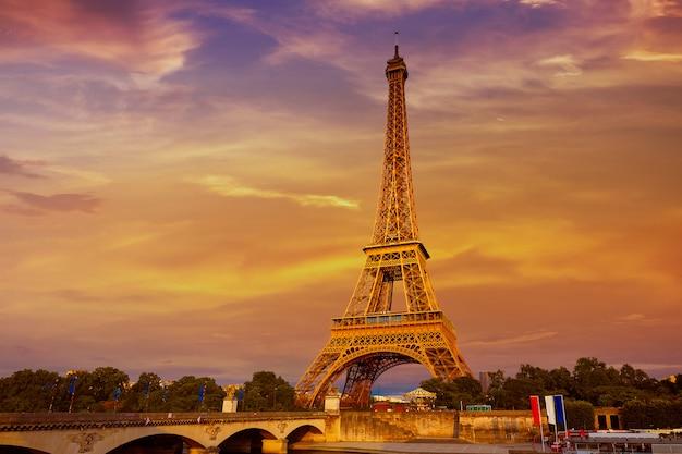 Torre eiffel ao pôr do sol paris frança