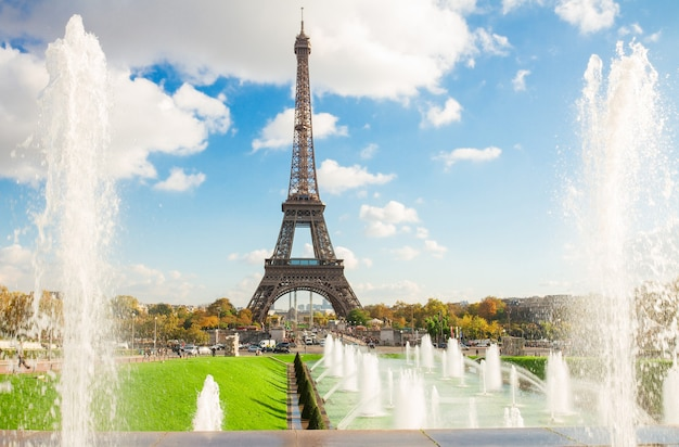 Torre eiffel e fontes do trocadero, paris, frança