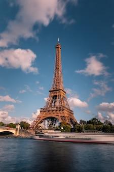 Torre eiffel no centro da cidade de paris