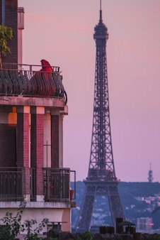 Torre eiffel, paris frança durante o pôr do sol