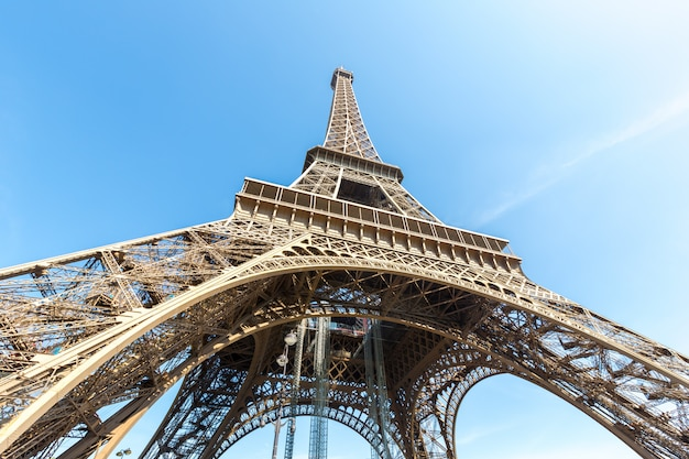 Torre eiffel paris verão