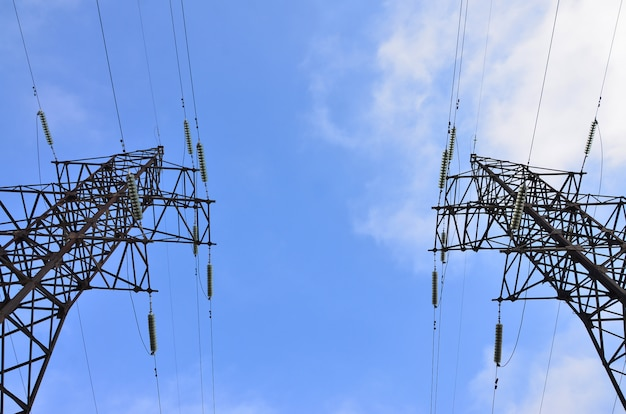 Torre elétrica de alta tensão. pilão de transmissão de eletricidade