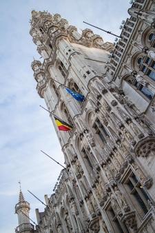 Torre frontal da maison du roi na grand place, bruxelas