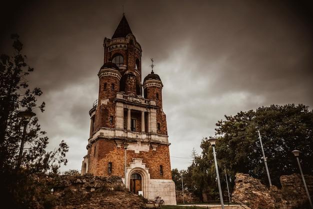 Torre gardos ou torre millennium, também conhecida como kula sibinjanin janka belgrado