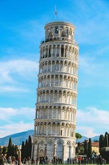 Torre inclinada de pisa na itália