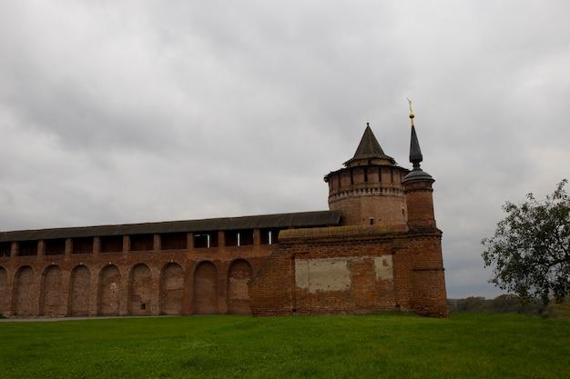 Torre kolomenskaya marinkina do kremlin de kolomna e cerca do convento brusensky da assunção