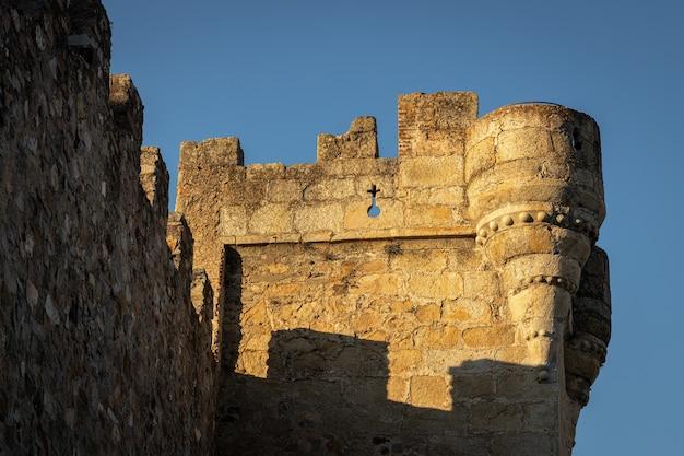 Torre pulpitos. antiga torre medieval localizada junto à praça principal de cáceres. espanha.