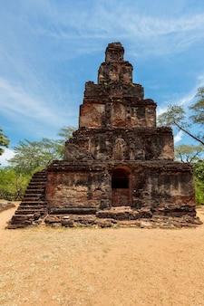 Torre satmahal prasada pirâmide de degraus do século x em quadrângulo polonnaruwa sri lanka