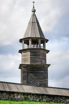 Torre sineira de madeira em kizhi