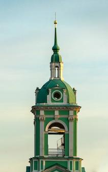 Torre sineira do templo (igreja) da decapitação de joão batista, moscou.