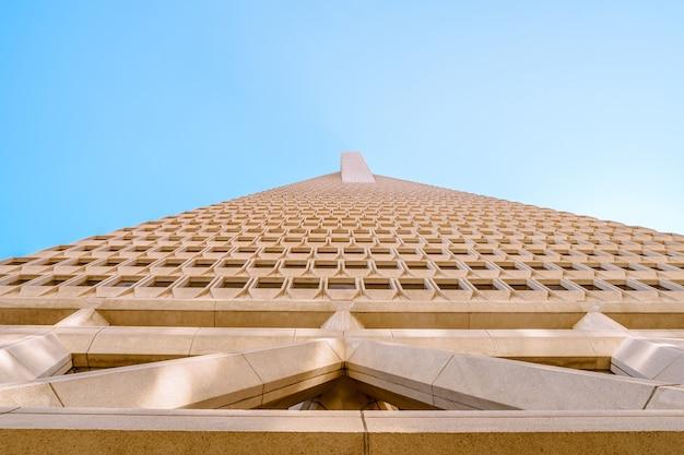 Torre transamerica no centro de san francisco bela arquitetura de um prédio comercial