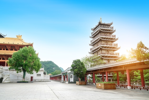 Torre wenchang, o topo da torre é feito de ouro puro, liuzhou, china.