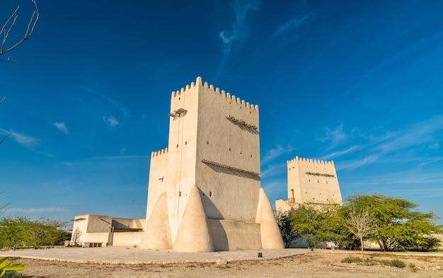 Torres barzan, torres de vigia em umm salal mohammed perto de doha - catar, oriente médio