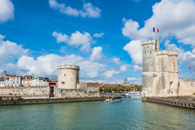 Torres da antiga fortaleza de la rochelle frança