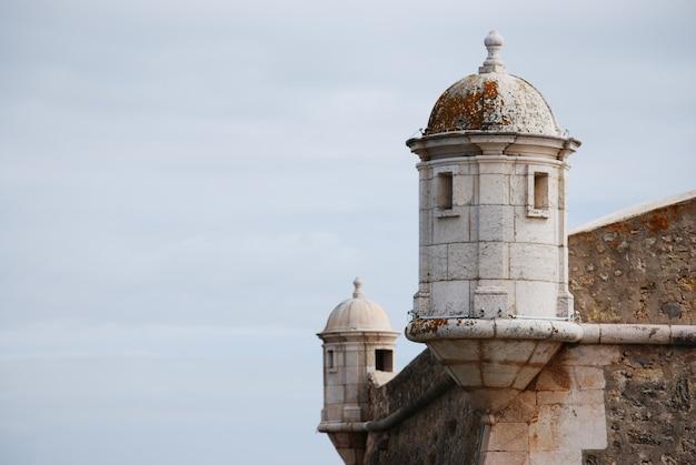 Torres da fortaleza na cidade de lagos, portugal.