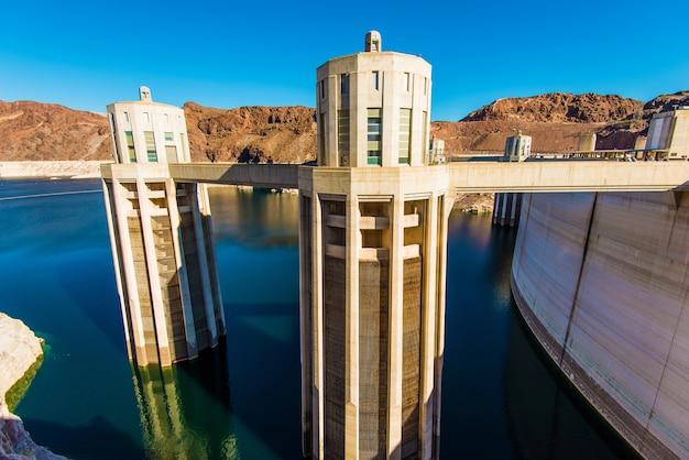 Torres de admissão da barragem hoover