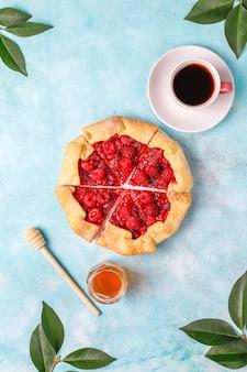 Torta aberta, galette de framboesa. sobremesa de verão berry.