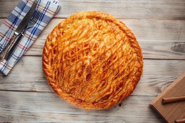 Torta assada fresca com recheio de carne de abóbora