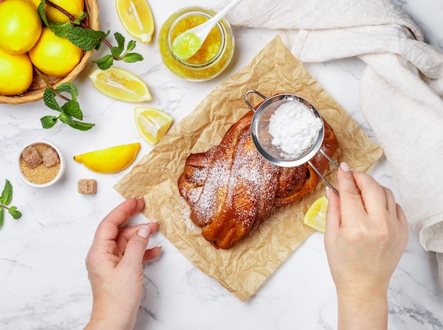 Torta com geléia de limão