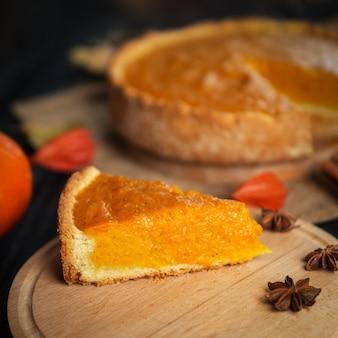 Torta de abóbora tradicional do outono. feliz dia de ação de graças