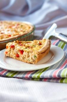 Torta de frango com páprica e queijo
